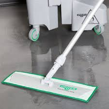 Unger SV40G Mop Kit: Pad Holder, Handle and 2 x Microfibre Mop Pads + Free Trigger Spray